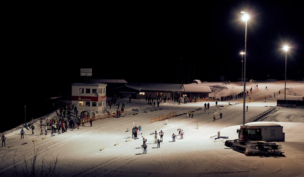 Flutlichtbetrieb im Hohenzollern Skistadion am Großen Arbersee. Foto: woidlife photographie